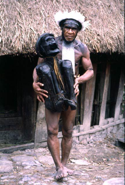 Papua Nová Guinea - mumie kmenu